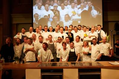 Jamie Oliver and Ronni Kahn with all professional chefs at CEO CookOff